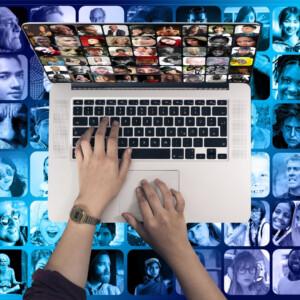 Comunicazione con il mondo attraverso la tastiera del computer